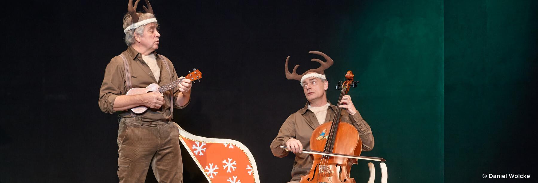 Peter Markhoff und Uwe Schade spielen Ukulele und Cello.
