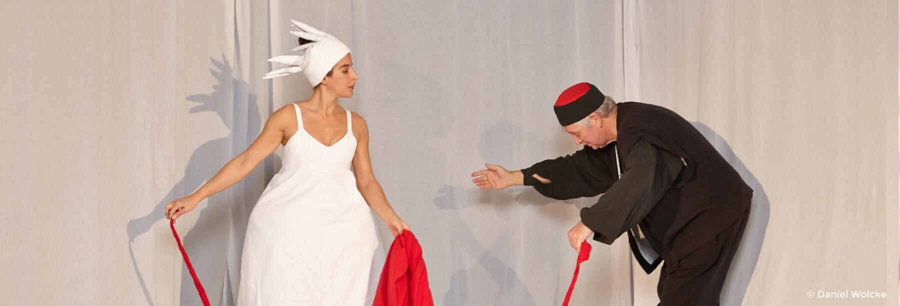 Marcella Amatamia und Peter Markhoff in Theaterstück Die Königin der Farben
